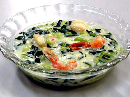 青梗菜とエビのクリーム煮