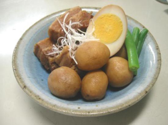 里芋と豚バラ肉の煮込み