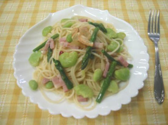 緑野菜とベーコンのペペロンチーノ