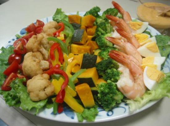 野菜たっぷりコブサラダ
