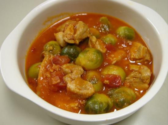 芽キャベツと鶏肉のトマトソース煮込み