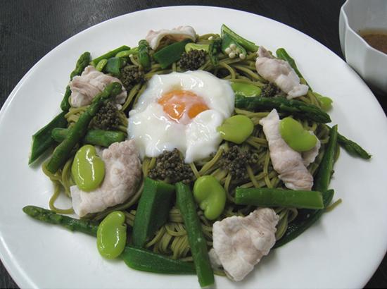 茶そばとグリーン野菜のサラダ風