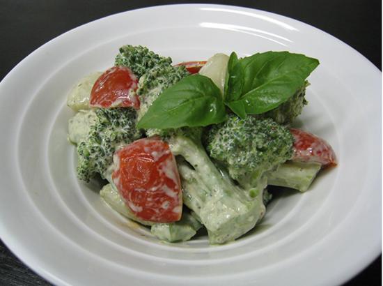 ブロッコリーとトマトのジェノバサラダ