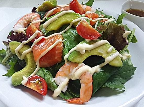 アボカドとシーフードのサラダ